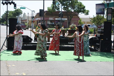 Live performance from the Polynesian Dance Group