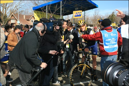 Lance Armstrong with Reporters